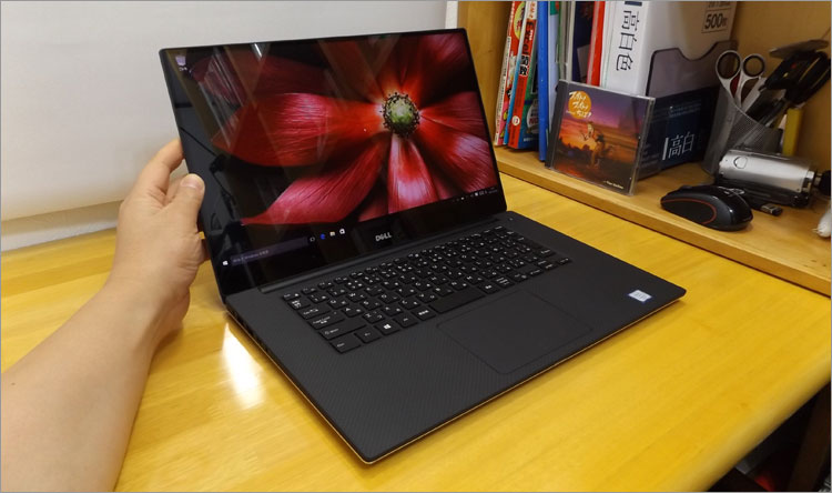 DELL XPS 15(9550) レビュー