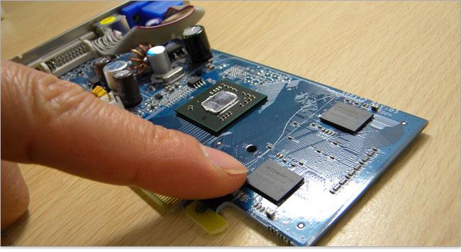 グラフィックカードの構成~単体GPU、VRAM、出力端子、補助電源端子